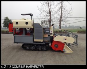 Weight 2000kgs 25L Fuel Tank Mini Harvester pictures & photos