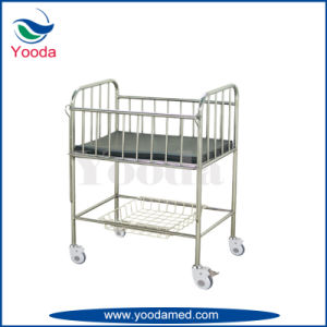 Height Adjustable Baby Crib with Castors pictures & photos