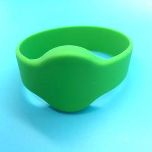 Waterproof NTAG213 Silicon RFID NFC Wristband for SPA Club pictures & photos