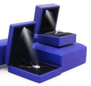 2018 New Design LED Velvet Bracelet Box Jewellry Box pictures & photos