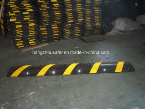 Traffic Safety Rubber Road Speed Hump/Road Speed Hump (S-1114) pictures & photos