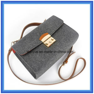 Fashion Design Customized Wool Felt Casual Messenger Bag, Hot Promotion Ladies Carrier Shoulder Bag with Adjustable PU Leather Belt pictures & photos
