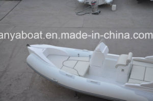 20ft Iiya Luxury Yacht Fiberglass Hull Electric Lake Boats for Sale pictures & photos