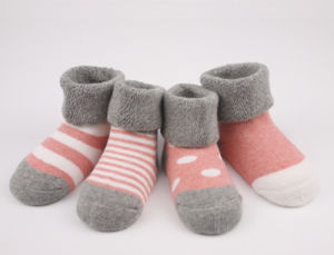 Baby′s 100 Cotton Loose Cuff Terry Socks pictures & photos