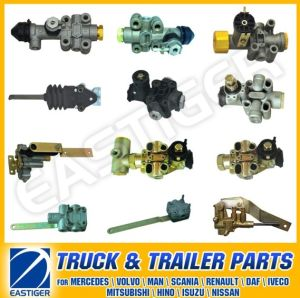 Over 100 Truck Parts for Levelling Valve pictures & photos