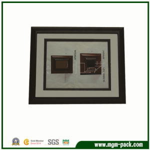 Hand Made Modern Wooden Photo Frame pictures & photos