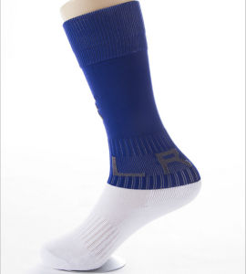 Customized Kinds of Pile Loop Cotton Football Basketball Kid′s Soprt Socks pictures & photos