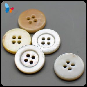 Natural Pearl Freshwater 4 Holes Shell Button for Shirt pictures & photos