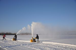 Gasoline 5.5HP Snow Blower with CE (GST55) pictures & photos