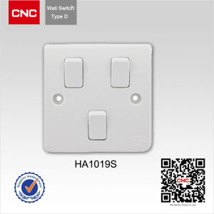 British Standard Wall Switch 3-Gang, 2-Way pictures & photos