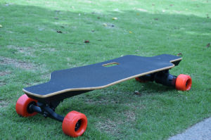 Fashionable Electric Four Wheels Kick Skateboard with Dual 83mm Hub Motor pictures & photos