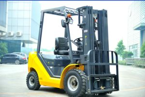 Un Brand 2.5t Diesel Forklift with CE pictures & photos