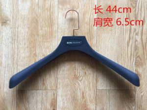 Plastic Hangers for Suit Coat, Rubber Hanger with Bar for Men Clothes pictures & photos