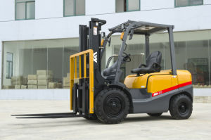 Hot-on-Sale CE Approved 2.5tons Gasoline Forklift with Factory Price pictures & photos