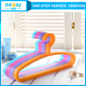Candy Color Anti-Skidding Plastic Hanger pictures & photos