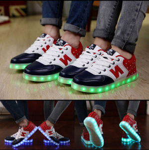 Fashion LED N Sneaker Shoes with 10 Hours Lighting pictures & photos