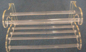 OEM Newest Transparent Acrylic Gift Display Stands pictures & photos