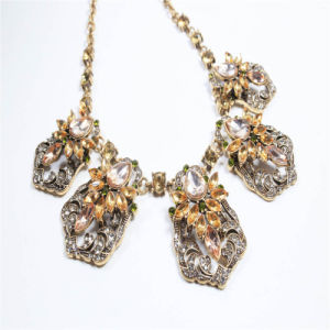 New Design Resin Crystal Necklace Bracelet Earring Fashion Jewellery Set pictures & photos