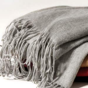The New Wool Scarf with Tassel Mei Red pictures & photos