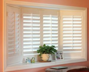 Poplar Wood Shutter for Home or Hotel Decor pictures & photos