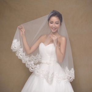 One Layer Short Ivory Wedding Veil with Wide Edge pictures & photos
