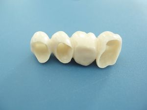 Professional Manufacturer of Zirconia Could Customized with Beautiful Color pictures & photos