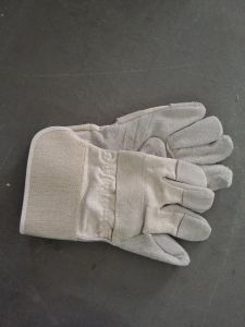 Protect for Winch Operation Leather Glove pictures & photos