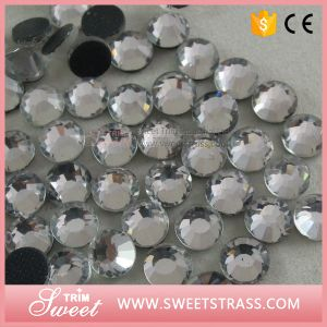 Nail Art Accessory Sparkling Rhinestone to Glue pictures & photos