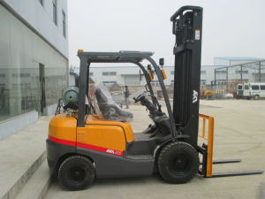 2tons LPG Forklift Japanese Nissan Engine Ce Wholesale in Europe pictures & photos
