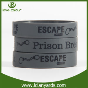 Sample Free Customized Silicone Rubber Bracelets for Party Gift pictures & photos