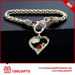 New Design Wedding Gift Ladies Diamond Heart Alloy Bracelet pictures & photos