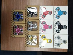 Factory Wholesale Electrolpalting Hand Spinner Toys pictures & photos