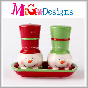Christmas Gifts Salt and Pepper Shakers Set with Tray pictures & photos