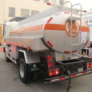Sinotruck HOWO 8X4 6X4 4X2 Oil Tank Truck pictures & photos