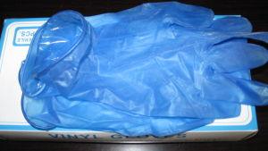 Blue Powder Disposable Vinyl Examination Gloves pictures & photos