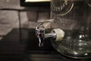 Hot Sell 8L Glass Dispenser with Mason Jar pictures & photos