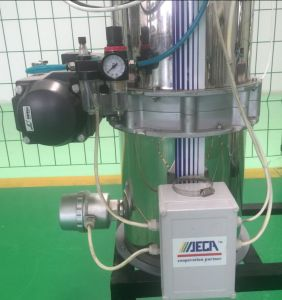 Hopper Loader Feeding System for Plastic Sheet pictures & photos