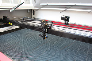 Wood Acrylic CO2 Laser Cutting Machine for Nonmetal Materials Price pictures & photos