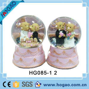 Polyresin Wedding Snow Globe with Music (HG159) pictures & photos