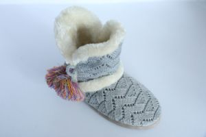 Women′s Kint Boots with Yarn Pompoms pictures & photos