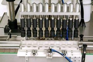 Automatic Vacuum Filling Machine (filler) pictures & photos