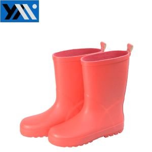 Simple Style Red Matt Surface Kids Rubber Rain Boots pictures & photos