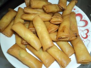 IQF Frozen 100% Hand Made Vegetable 17g/piece Cylinderical Elongated Egg Rolls pictures & photos