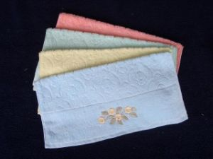 Customized Plain Dyed Jacquard Face Towels (CU-409)