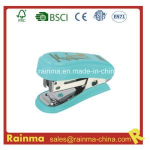 China Supplier Mini Plastic 24/6&26/6 Stapler pictures & photos