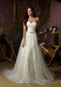 2013 Beaded Alencon Lace and Tulle Wedding Gown (WMA004) pictures & photos