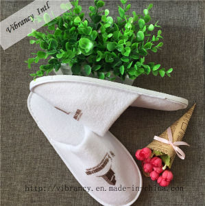 Custom Hotel Slippers with Embroidery Hotel Amenity Airline Supplies Type Hotel Slipper pictures & photos