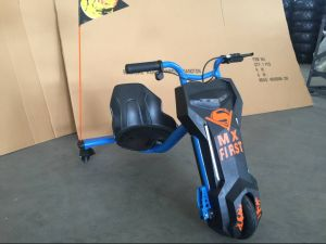 2016 Newest Three Wheel Drift Electric Scooter with LED Light (et-es001) pictures & photos