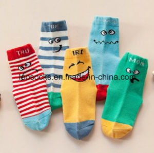 Little Star and Strip Pattern Lovely Baby Socks for Kids pictures & photos