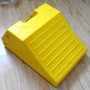 """18"""" 24"""" 36"""" Bright Yellow Orange Triangle PU Truck or Aircraft Wheel Chocks pictures & photos"""